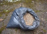 Lot 2802 A quantity of pea shingle and vermiculite £10-15